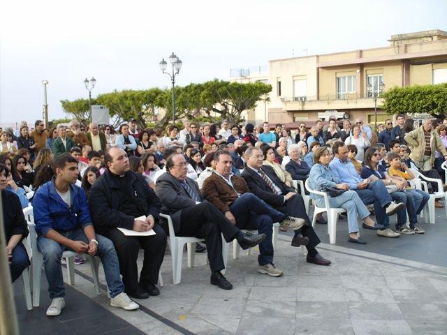 Don Francesco in prima fila alla Manifestazione BASTA INDIFFERENZA - Scilla